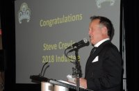 Steve Crevier addresses the capacity crowd in Burnaby with a free-wheeling Hall of Fame acceptance speech. [Photo: Colin Fraser]